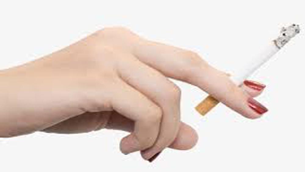 Hiểm họa khi phụ nữ hút thuốc lá